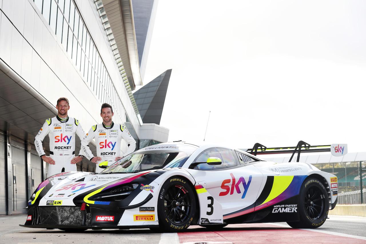 ジェンソン・バトンがマクラーレンに復帰、母国英国で720S GT3をドライブ! 【動画】