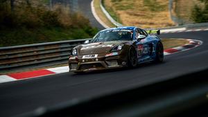 天然繊維パーツを多用した「ポルシェ 718 ケイマン GT4 クラブスポーツ MR」、ニュル24時間でデビュー!