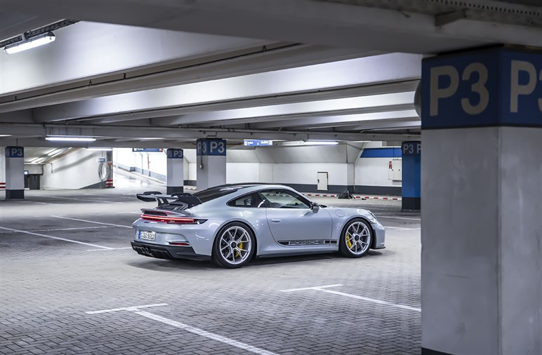 新型ポルシェ 911 GT3はサスペンションと空力の変更で新次元へ。GT3モデル最後のピュアエンジンか?