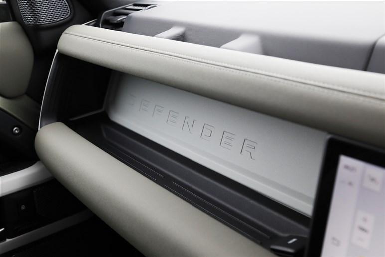 ランドローバー ディフェンダーに加わったショートボディの90に試乗。新導入のディーゼルのアドバンテージは?