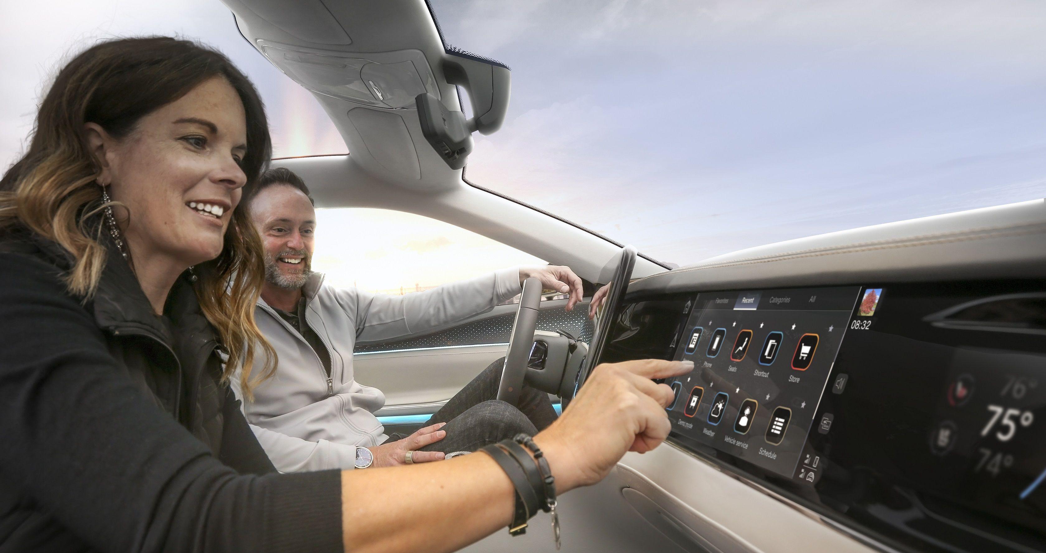 ステランティス、iPhone製造のフォックスコンとコネクテッドカー技術で提携