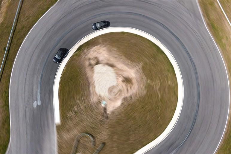 ポルシェ カイエンがアウディRS Q8を凌ぐ640馬力の最強グレード・ターボGTを準備中。プロトタイプの走りは?