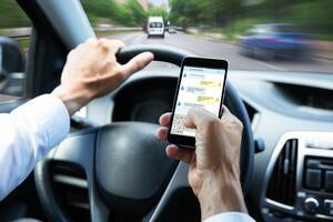 """米レクサスもその危険性をテストで実証! ながら運転の""""4.6秒""""があなたの人生を壊す"""