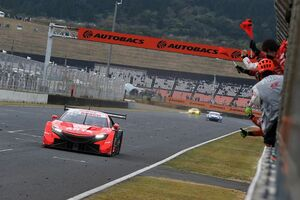 スーパーGT第6戦オートポリス決勝レポート(GT500):荒れたレースでARTA NSXが独走。今季初優勝挙げる