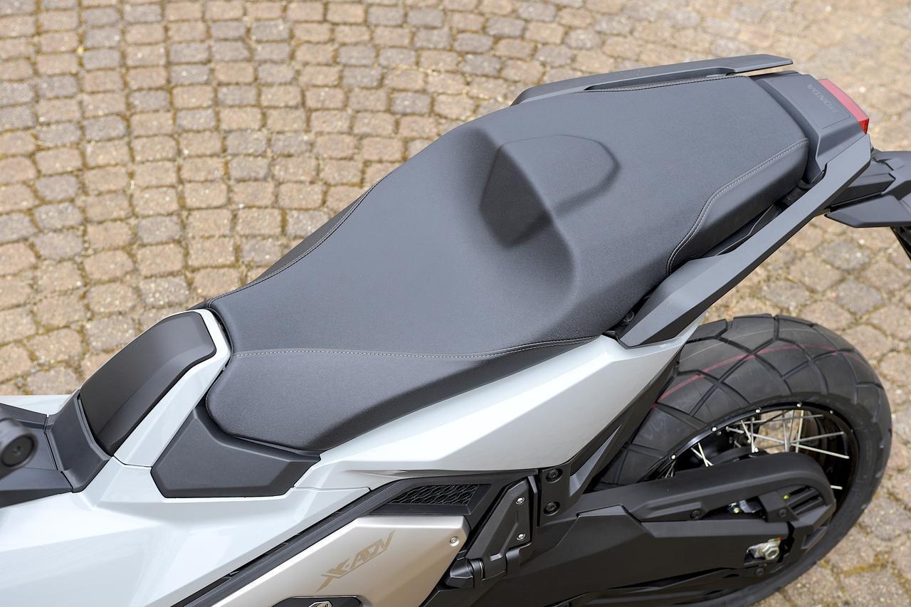 ホンダ新型「X-ADV」国内市販予定車の姿が明らかに! モデルチェンジを遂げた大型ATアドベンチャー【2021速報】