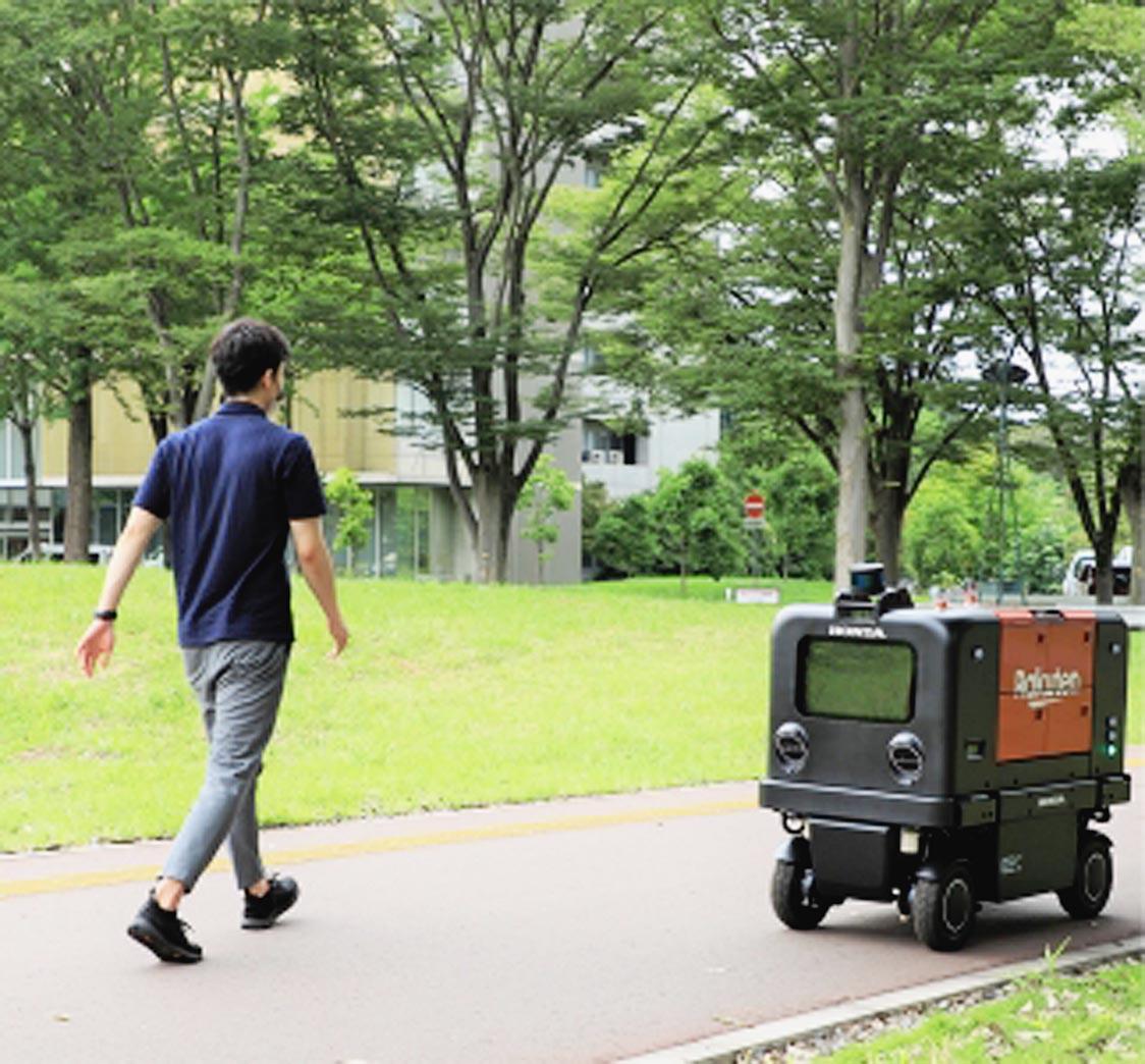 本田技術研究所と楽天、自動配送ロボットの実証実験を筑波大で開始 交換式バッテリー採用