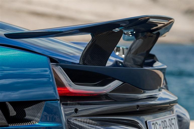 ポルシェも惚れ込む1914馬力、3億円超えのEVスーパーカー「リマック ネヴェーラ」のとんでもない実力とは?