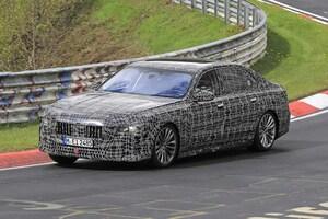 【スクープ】フェンダーにミニカメラを発見! BMW 7シリーズ次世代型はついにV12エンジンと決別へ!