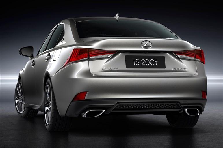 レクサスISの改良モデルを北京で発表。さらにアグレッシブな表情に