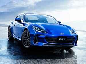 スバルが新型BRZを発表し、諸元や車両価格を正式公開。FA24型水平対向2.4Lエンジンを搭載