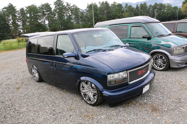 欧州車はOKでもアメ車はNGの不思議! 日本で乗りやすい「右ハンドル」のアメ車が「好まれない」ワケ