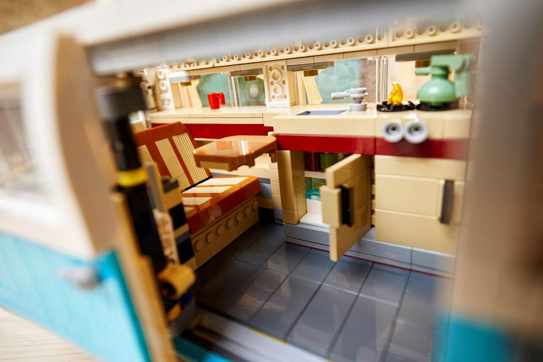 レトロで可愛い見た目が世界中で大人気! あのワーゲンバスがレゴブロックで登場!