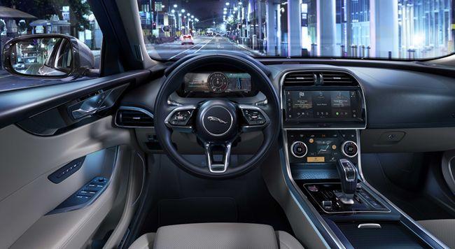 MHEVディーゼルエンジンの採用や新グレード「Rダイナミック・ブラック」の設定などを実施したジャガーXEの2021年モデルが日本デビュー