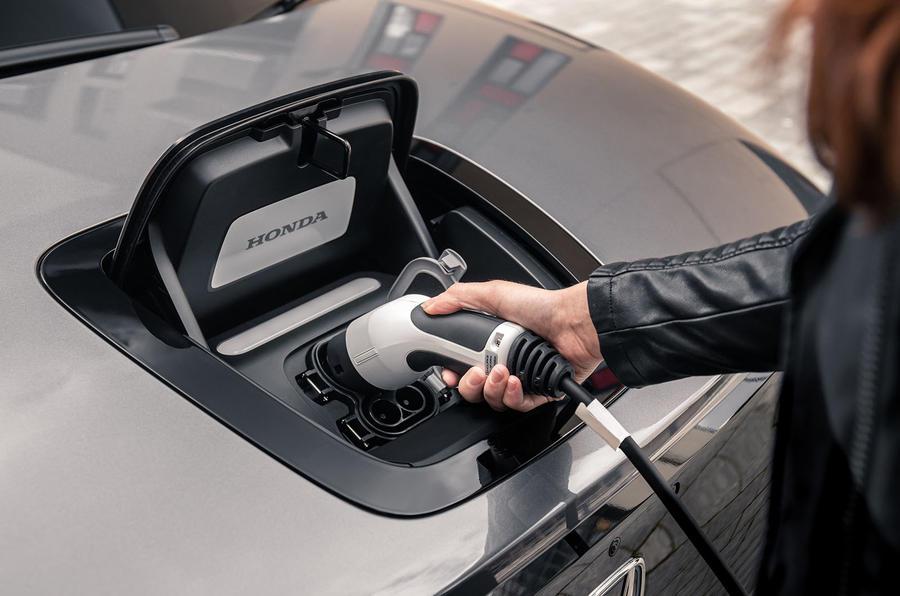 【手入れは簡単?】電気自動車のメンテナンス 注意すべき点 ガソリン車より安い