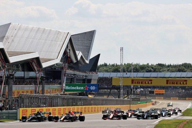 【F1第10戦無線レビュー(1)】接触後、レッドブル代表がレースディレクターへ猛抗議「適切な判断をしてくれるよね」
