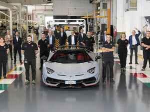 ランボルギーニ アヴェンタドールの生産1万台目がサンタアガタ ボロネーゼからラインオフ