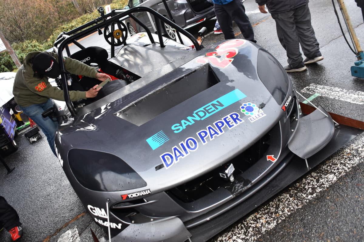 パイクスピークス仕様のトミーカイラZZがデモランに参加! BRIGヒルクライムチャレンジシリーズ最終戦に登場