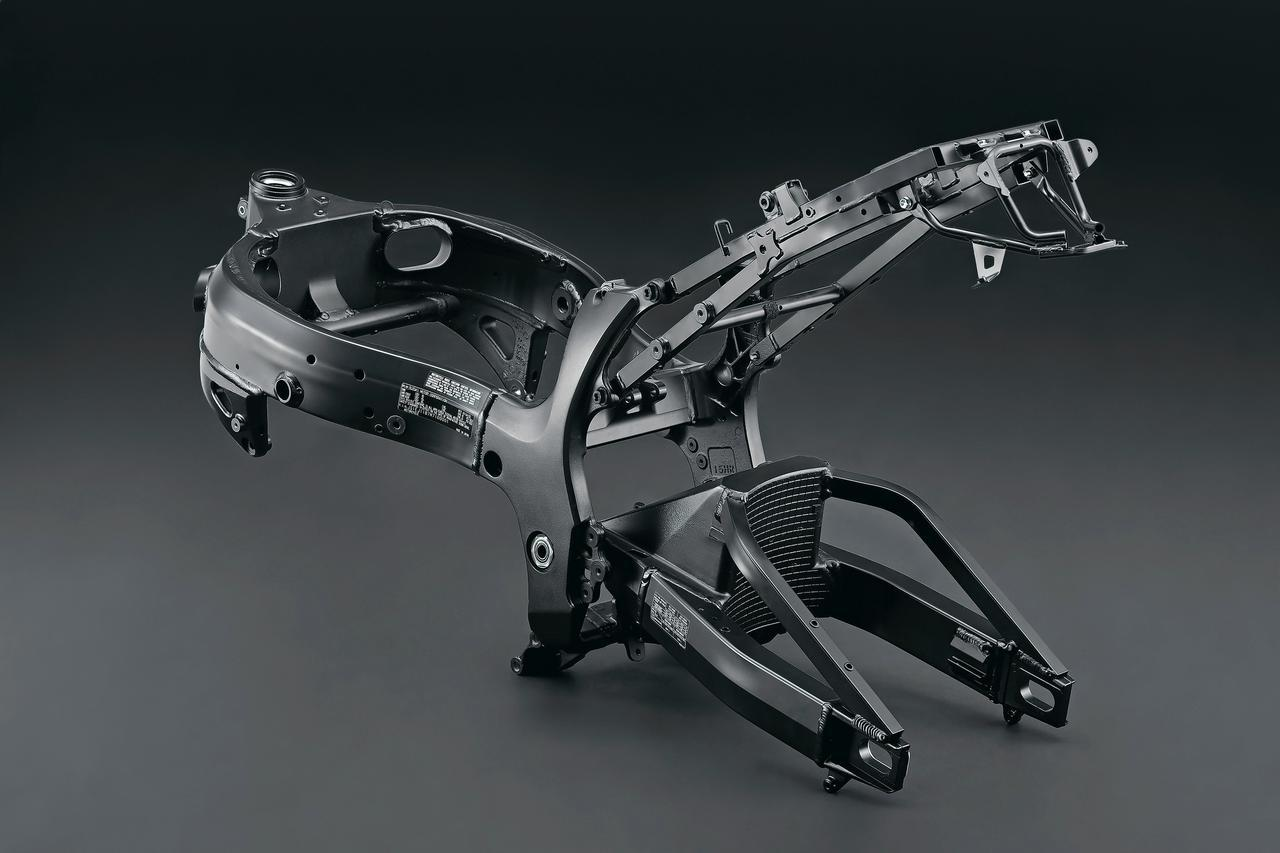 スズキ新型「ハヤブサ」国内仕様車の各部装備を撮りおろし写真とともに解説!