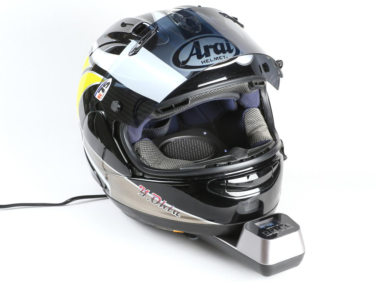 Dr.Dry「ヘルメットドライヤー」をテスト じっとり湿ったヘルメットの内装が30分でサラサラに!?