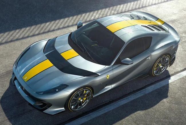 チューンアップしたV12エンジンを搭載するフェラーリ812の「コンペティツィオーネ」がデビュー