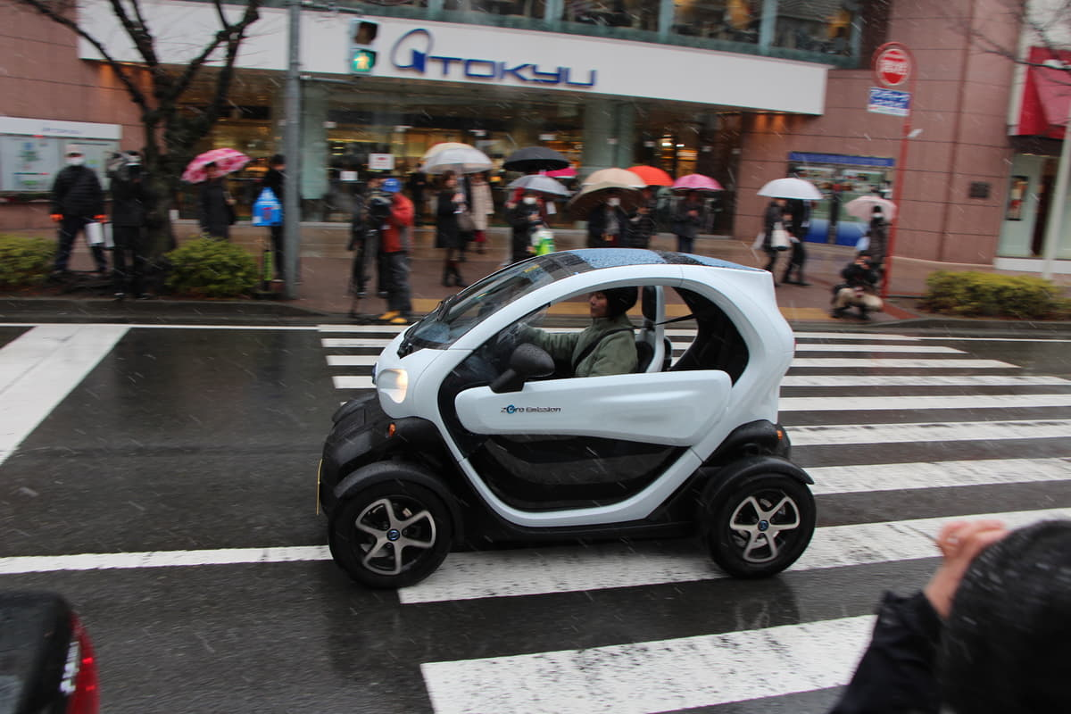 日本人の「慎重な気質」が災い! 実証実験はすれども超小型EVが普及しないワケ