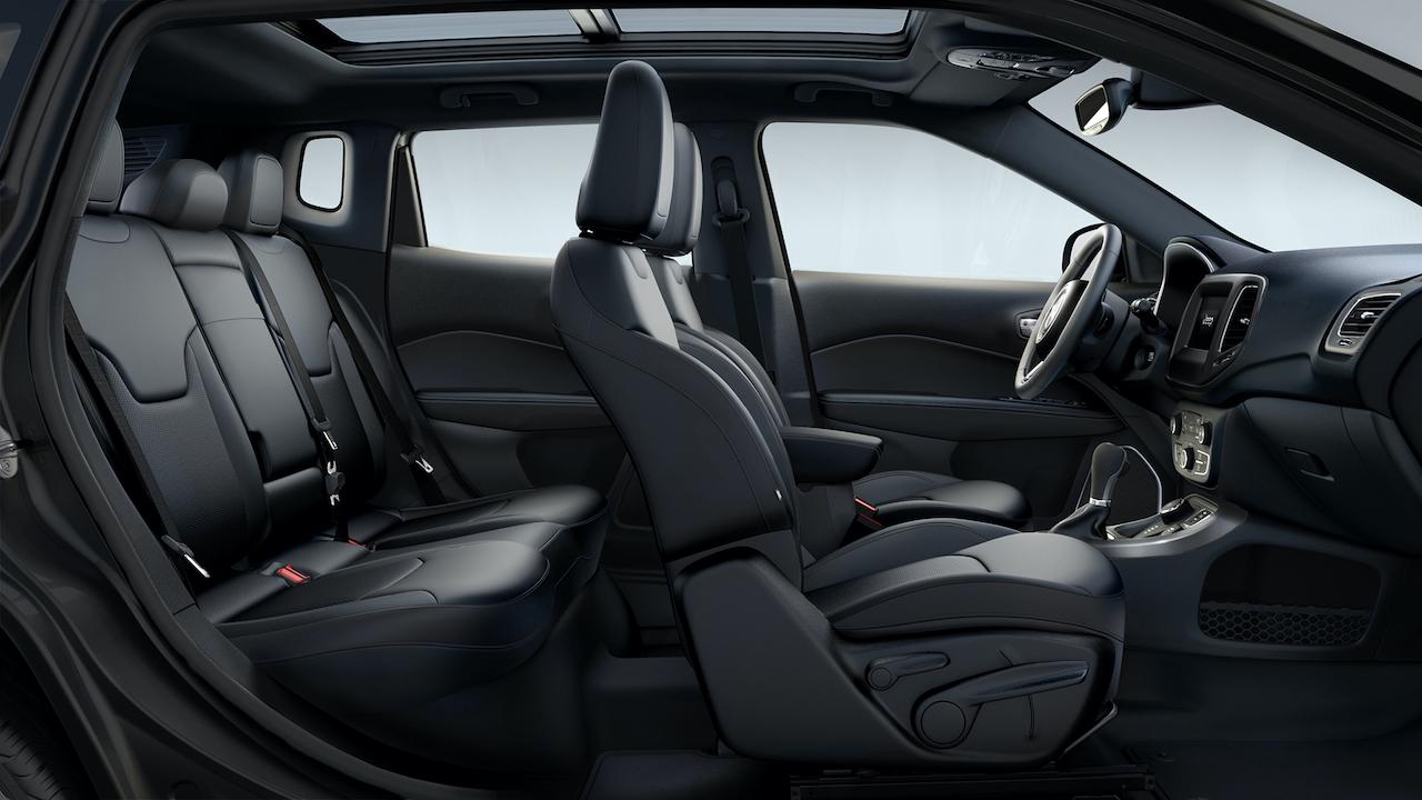 「ジープ コンパス」にグラナイトのアクセントカラーを採用した限定車「Sモデル」がデビュー