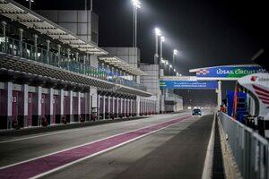 F1カタールGPの開催を前に、ロサイル・インターナショナル・サーキットのピットレーン入り口を大幅改修