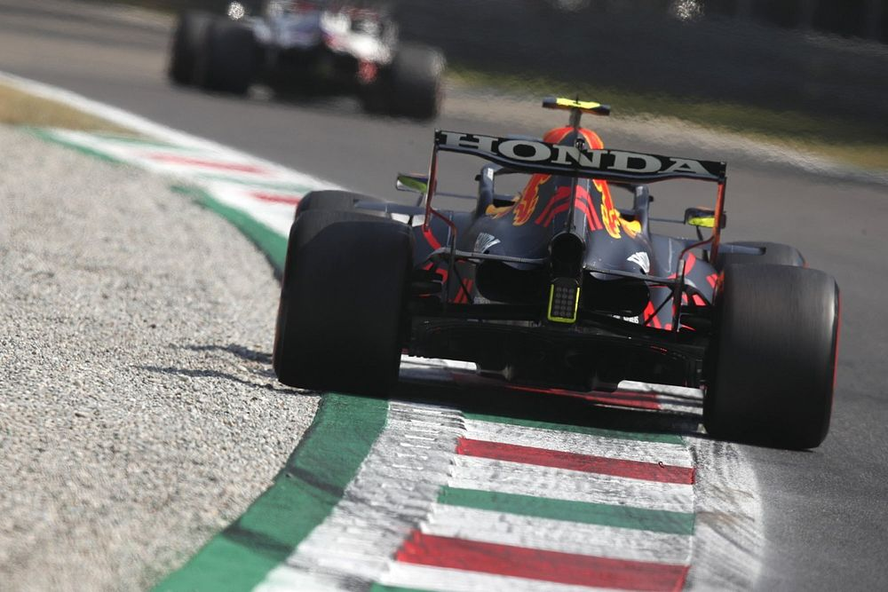 """セルジオ・ペレス、""""退屈""""なスプリント予選レースに不満「今のフォーマットは、F1にとってメリットがない」"""
