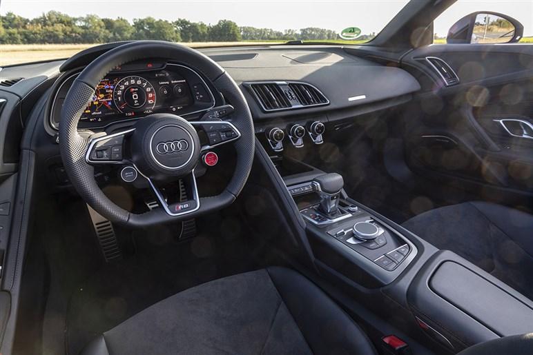 アウディのスポーツカーR8とTTは打ち切り!? 新たに追加されたR8の後輪駆動モデルから見える事情とは