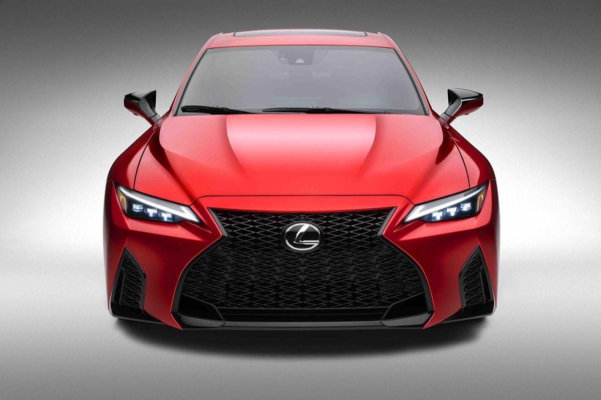 レクサスISに5.0L V8をぶち込んだ高性能モデル「IS500 Fスポーツ・パフォーマンス」とは?