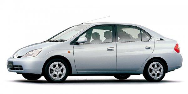 かつてはプリウスやハリアーが看板車種に!! トヨタ車種統合で消える? 「専売車」の役割と影響