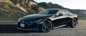 滑らかな車両姿勢の変化をサポートする専用リヤウィングを搭載したレクサス「LC」の特別仕様車「AVIATION」