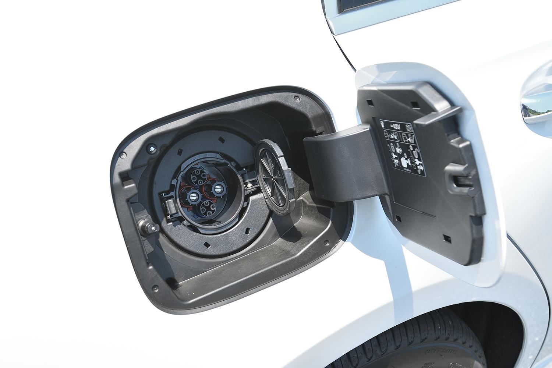 【試乗】EV走行もスポーティな走りもOK! PHEVのメルセデス・ベンツA 250 eは急速充電も対応で死角ナシ