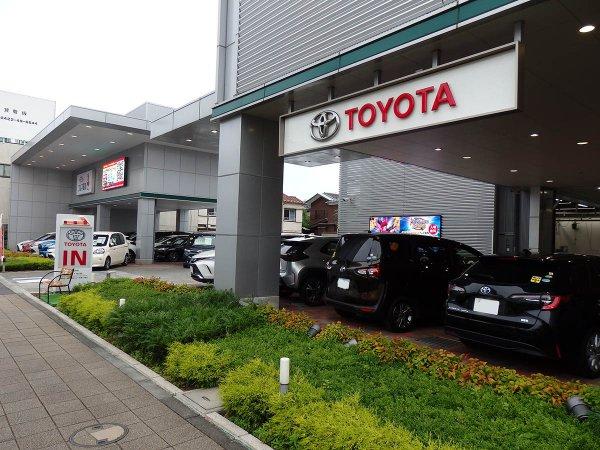 新車ディーラーで中古車を売る店舗が多数出現!! いったいなぜなのか?