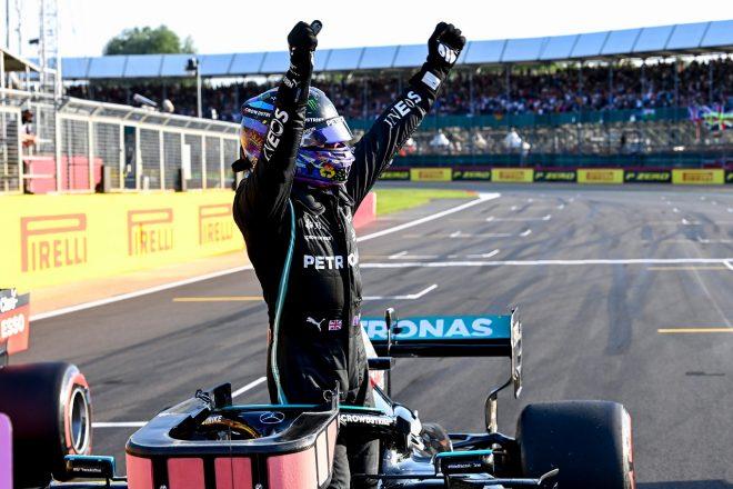 """ハミルトン、予選最速で初の""""スピードキング""""に「ファンの後押しがなければできなかった」メルセデス/F1第10戦"""