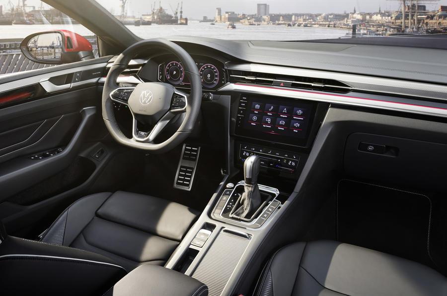 【320psの最上位モデル】新型フォルクスワーゲン・アルテオンR 英国発売 シューティングブレークも