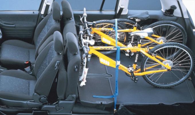 絶滅危惧車のトラヴィックは、スバルチューンを施し「走りの良さ」を追求したミニバンだった