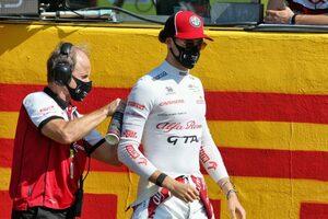 ジョビナッツィ「マグヌッセンを避けようとしたが、左リヤを引っかけてしまった」:アルファロメオ F1第9戦決勝