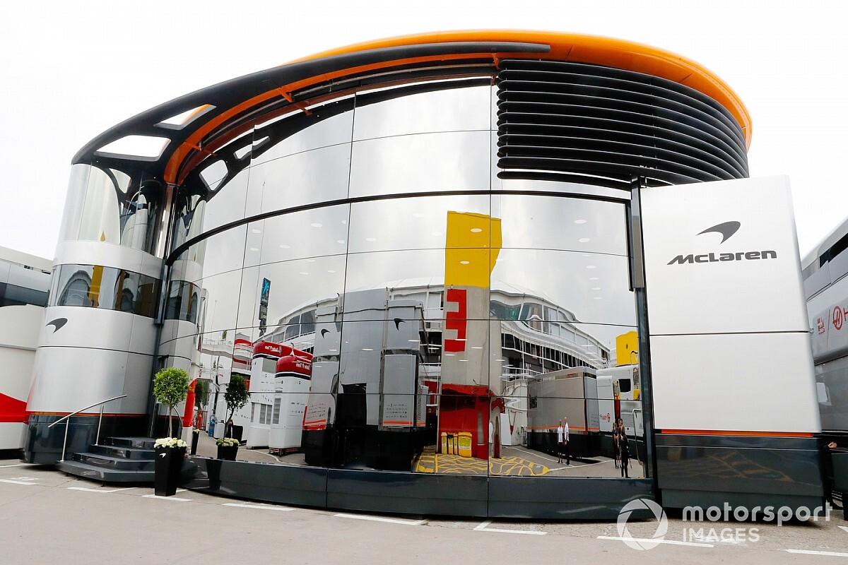マクラーレンF1、名物モーターホーム『ブランドセンター』を大幅縮小へ。機材輸送を減らし持続可能性の追求に貢献