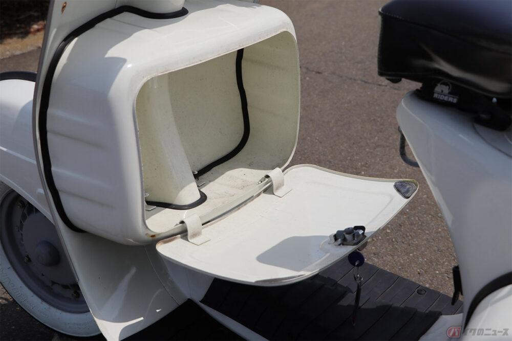 30年前の鉄スクーターを新車で購入できる!? 2スト125ccエンジン搭載のヴィンテージストックを放出!