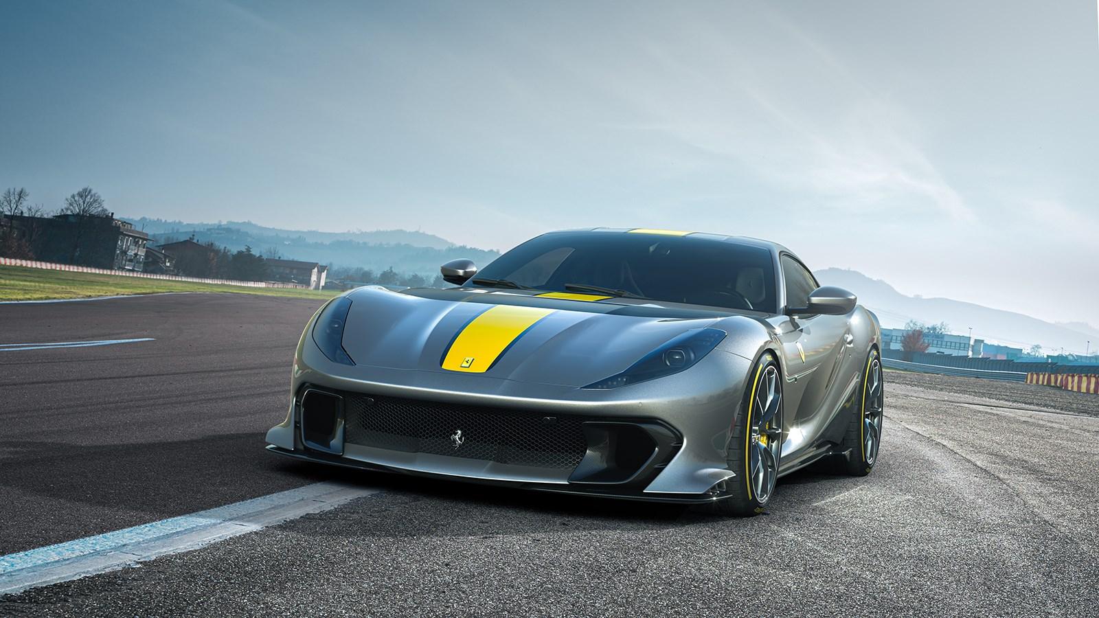 フェラーリが812スーパーファストの限定車を公開。外観もエンジンも大幅変更でレースマシン風に