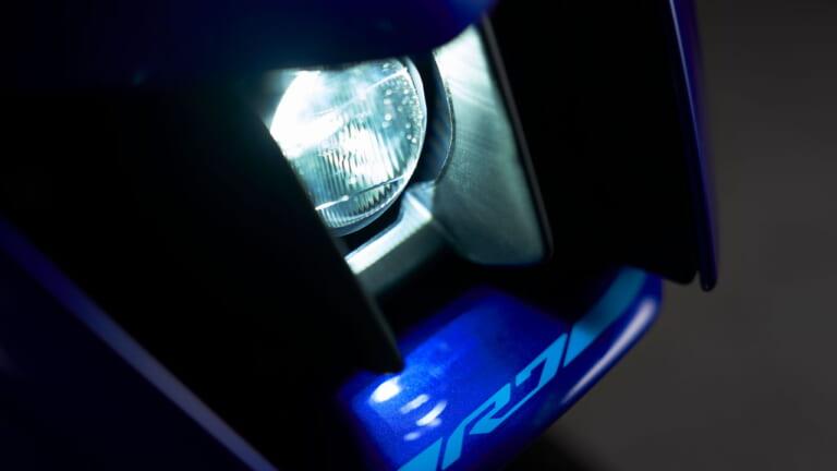100万円以下のスーパースポーツ?! ヤマハ「YZF-R7」のファンライドを支えるのは「S22」だ!