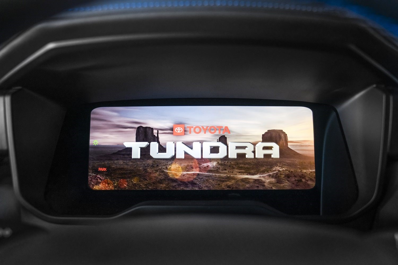 新型トヨタ タンドラ世界初公開。吹っ切れたワイルド顔で強面アメ車軍団を凌駕する仕上がりに