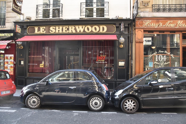 「バンパーを当てて停める」のが当たり前の噂! パリの路上駐車の「ヤバさ」は本当?