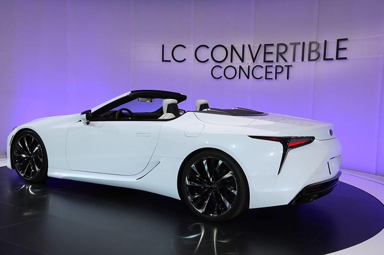 LCコンバーチブルは市販化前提。トップを閉じるとノッチバック風スタイルになる