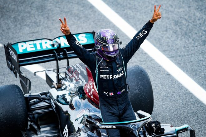 ハミルトン、大胆な戦略で首位奪還「2ストップの指示に従うべきかどうか迷った」メルセデス/F1第4戦決勝