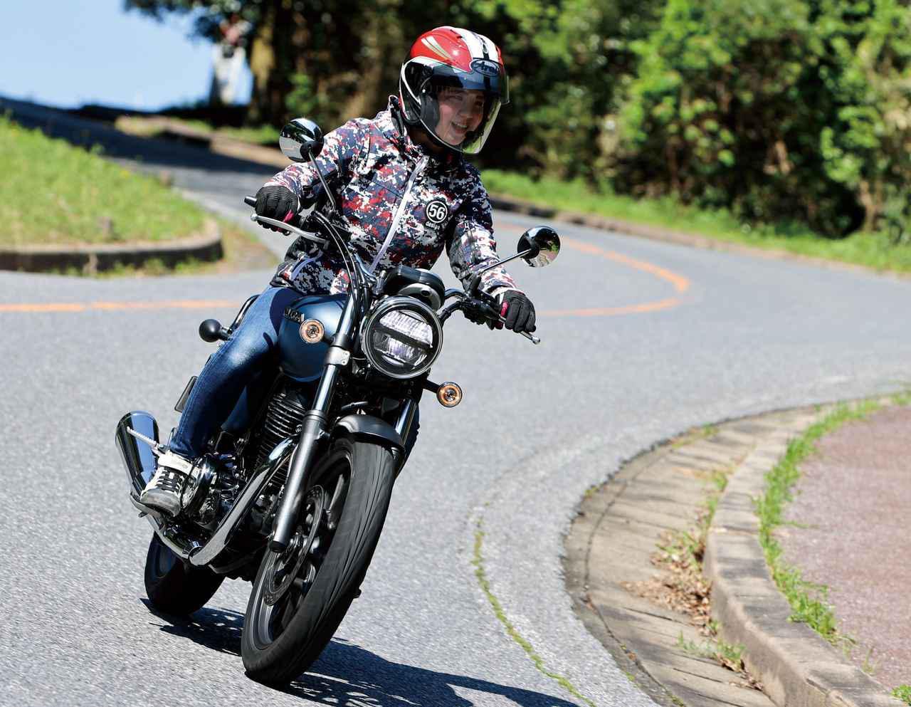 ホンダ「GB350」梅本まどかの試乗レビュー バイクらしいカタチがいい! 足つき性や取り回しもチェック