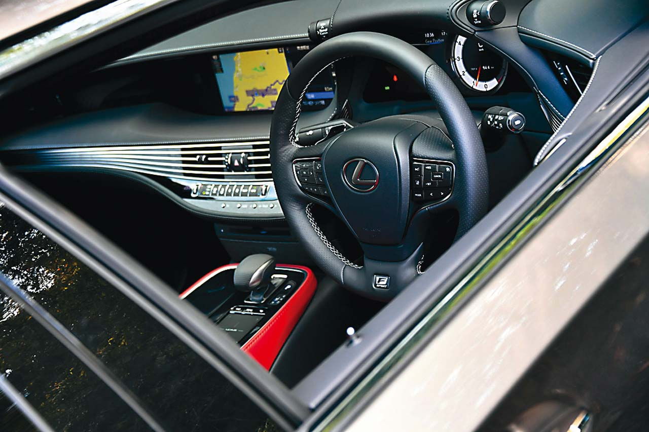 レクサスのリベンジなるか!? LS500 Fスポーツとメルセデス・ベンツ S 450を比較試乗! 【Playback GENROQ 2019】