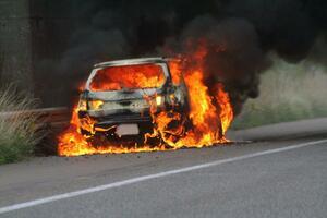 なんと1日10件以上も発生していた! クルマから火が出る「車両火災」の原因とは