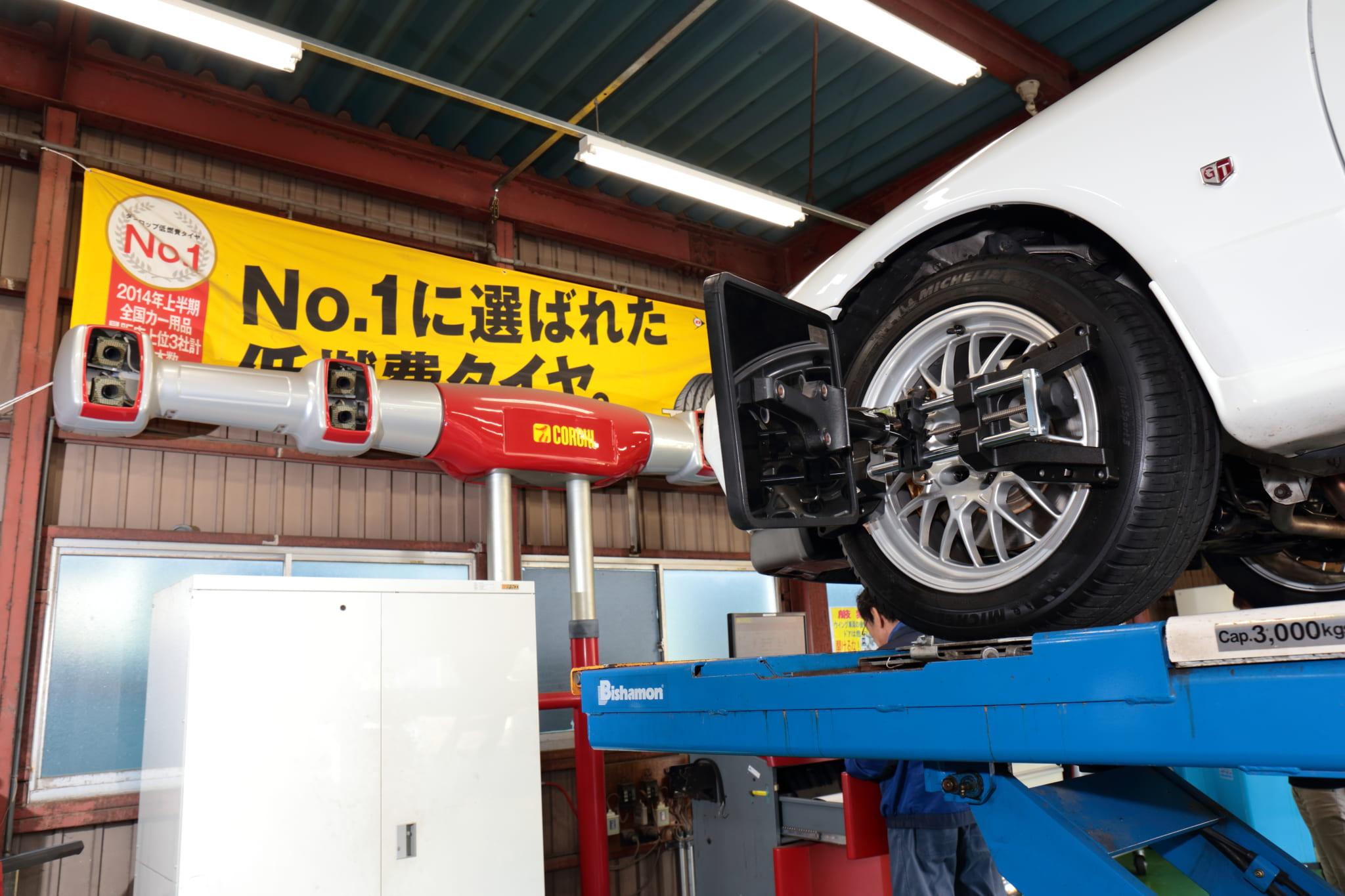 「ハンドルに変な振動」「タイヤがやたら減る」はホイールのズレの可能性も! アライメントチェックの重要性とは